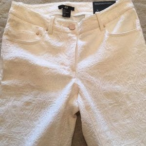H&M Pants - Ankle Skinny cream floral threadworm ankle pants